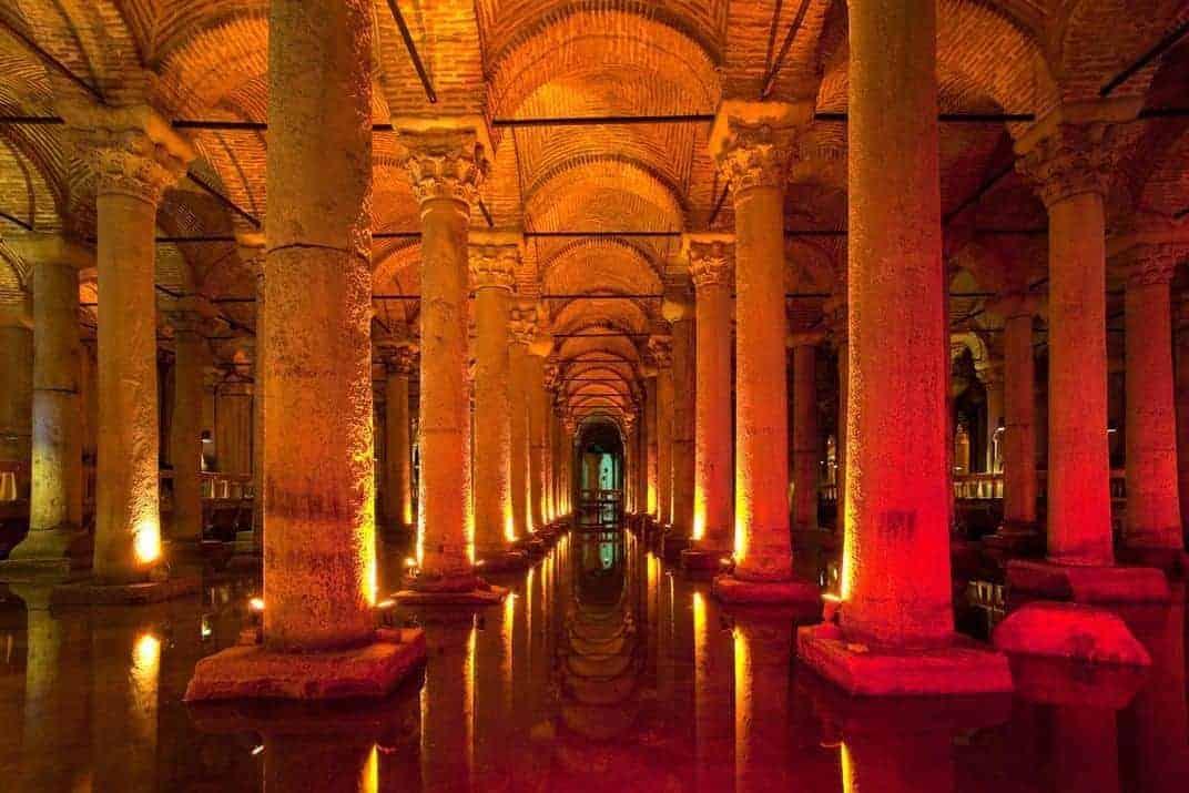 Istanbul-søjlerne-i-cisternen-fra-500-tallet