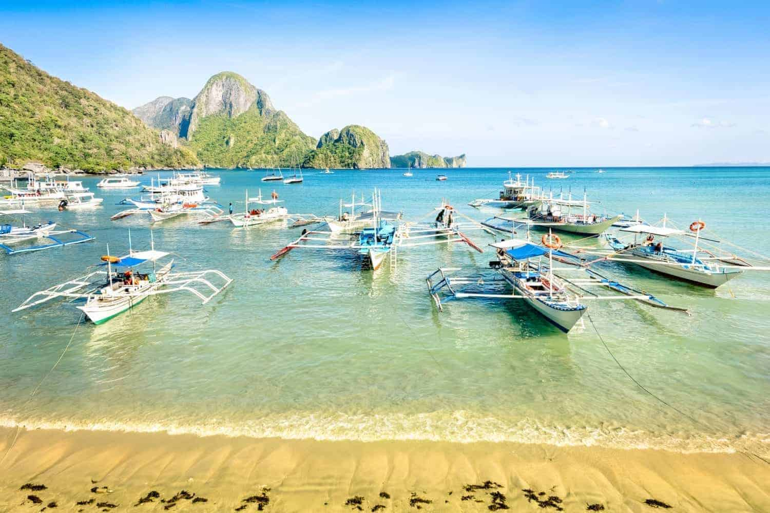 Palawan Front beach with longtail boats in El Nido
