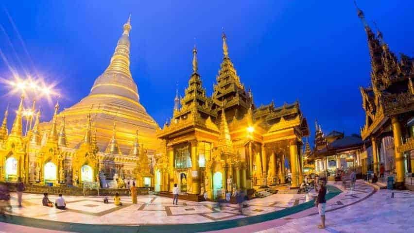 Shwedagon-pagadoen-i-Myanmar