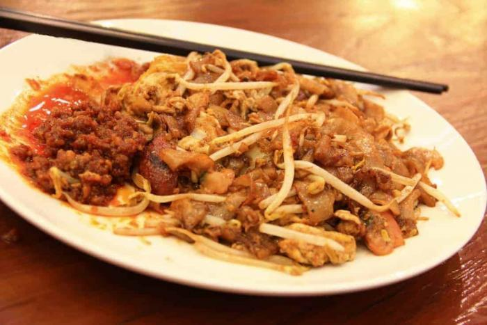 Street Food Singapore Fried noodle cha kway tiew with delicious and spicy taste