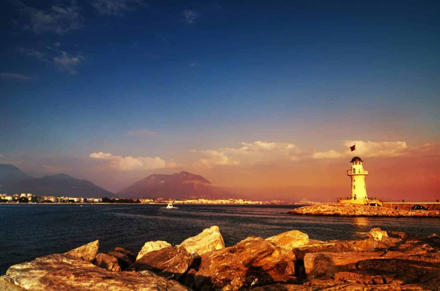 Alanya Lighthouse at the entrance to the city´s harbour