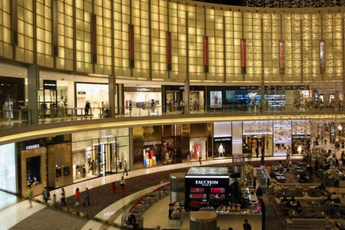 Dubai shopping mall, the world's largest