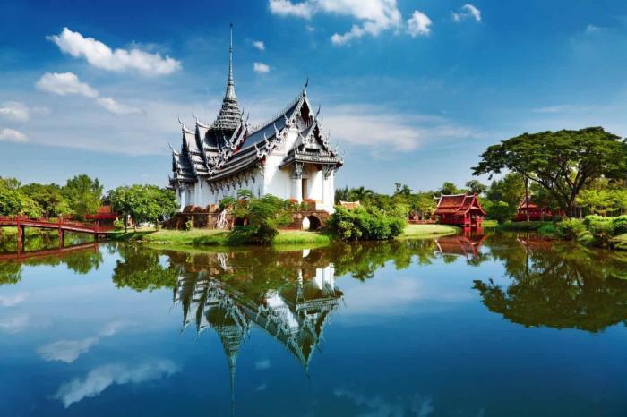 Thailand. Sanphet Prasat Palace, park