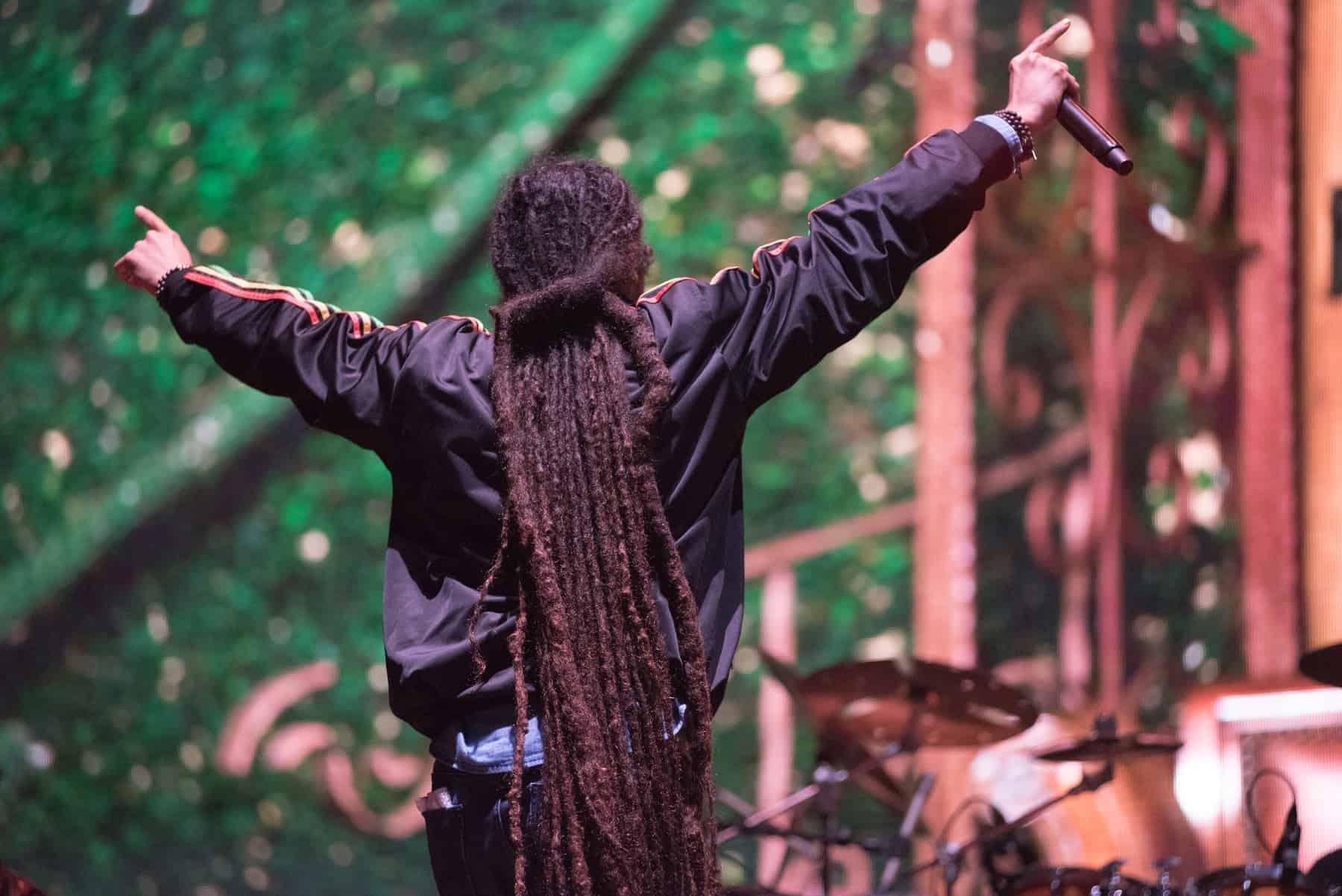 damian-marley-singing-live-bontida-romania-july-damian-marley-four-time-grammy-award-winner-son-reggae-legend-bob marley