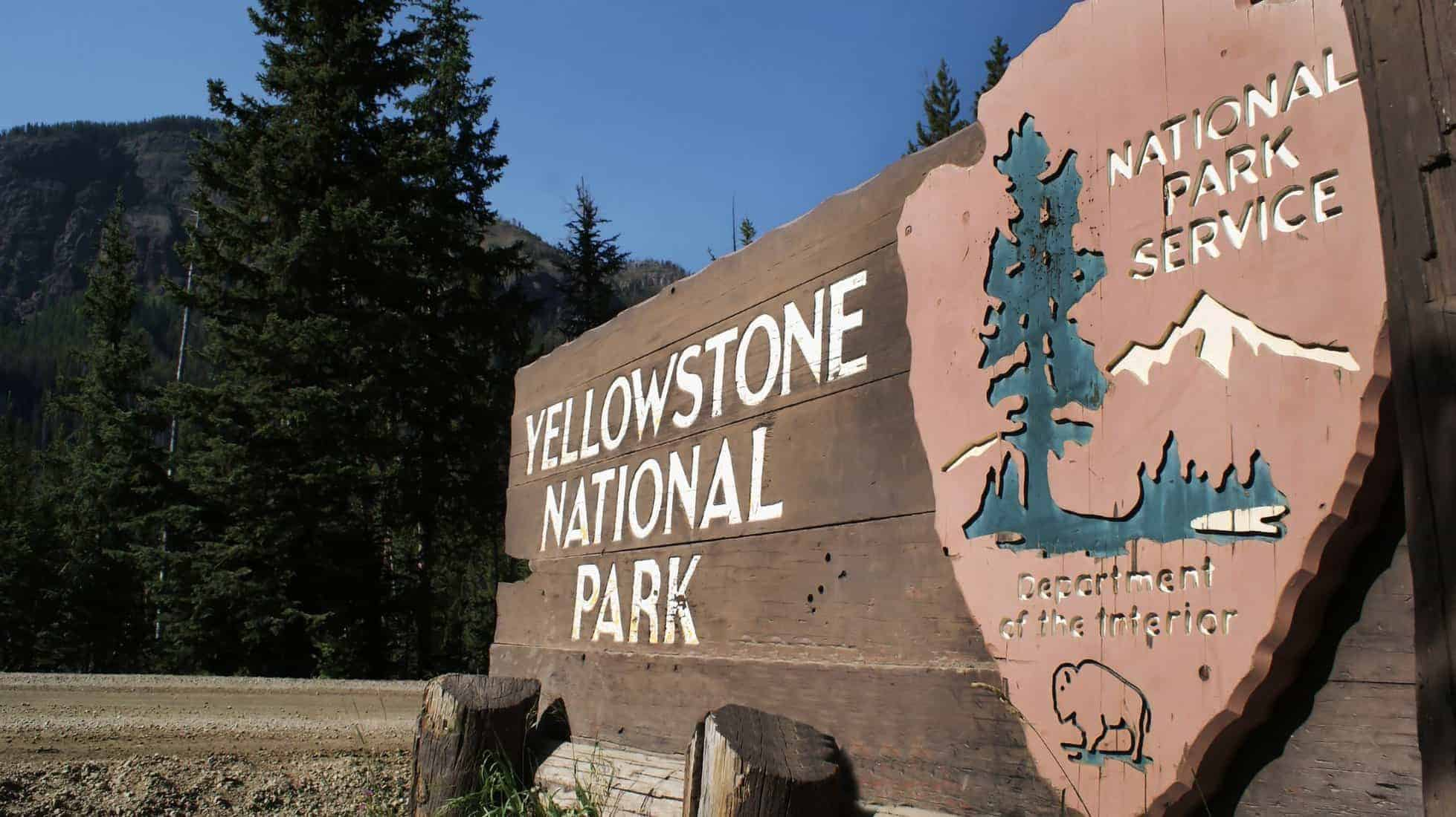 Yellowstone Park Sign. Top 15 places to visit in the US