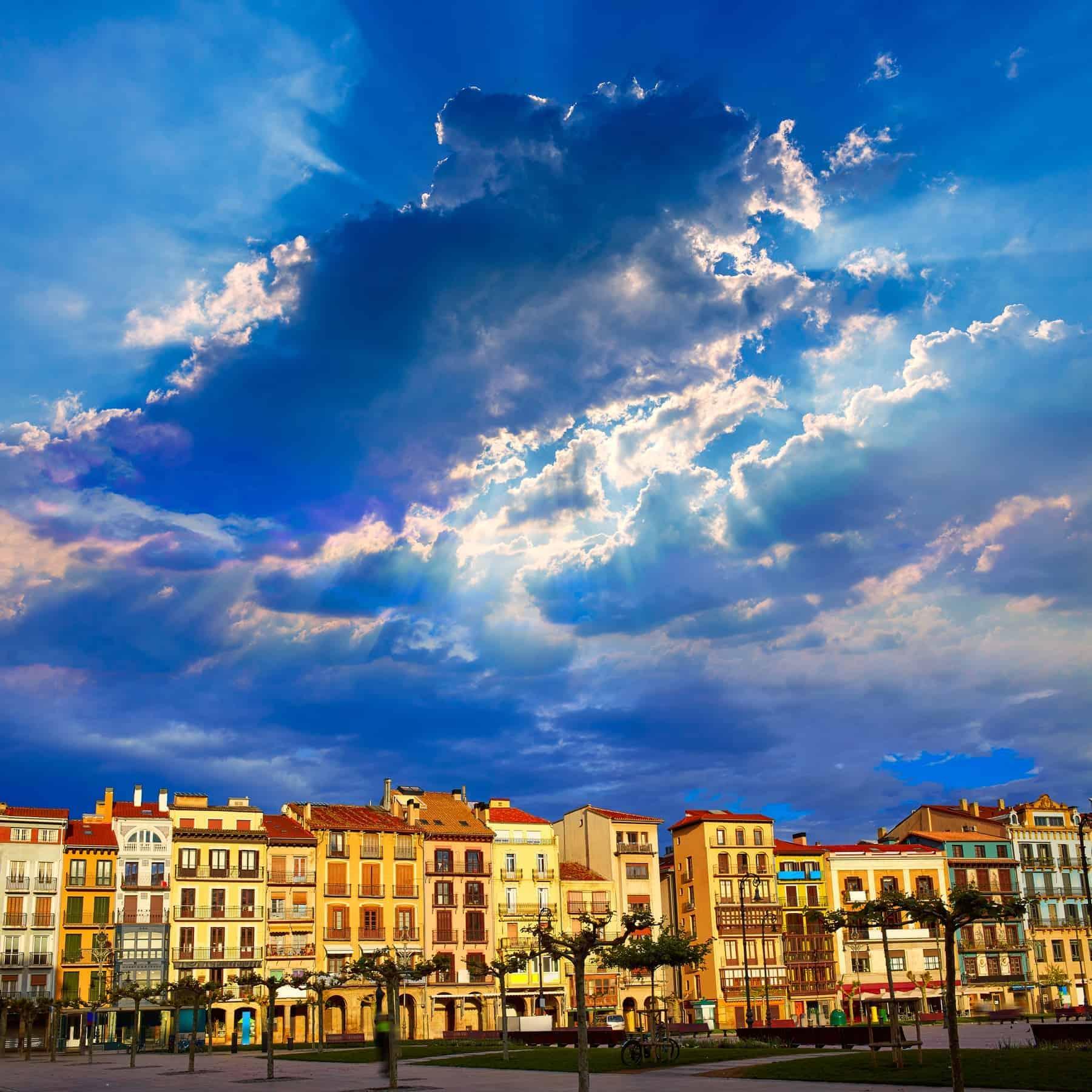 Spanske vindistrikter: Pamplona, Navarra vinregion i Spanien, Plaza del Castillo firkantede centrum